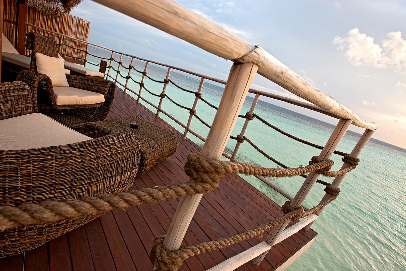 Bungalow overwater maldivas agencia especializada en for Hoteles en el agua maldivas