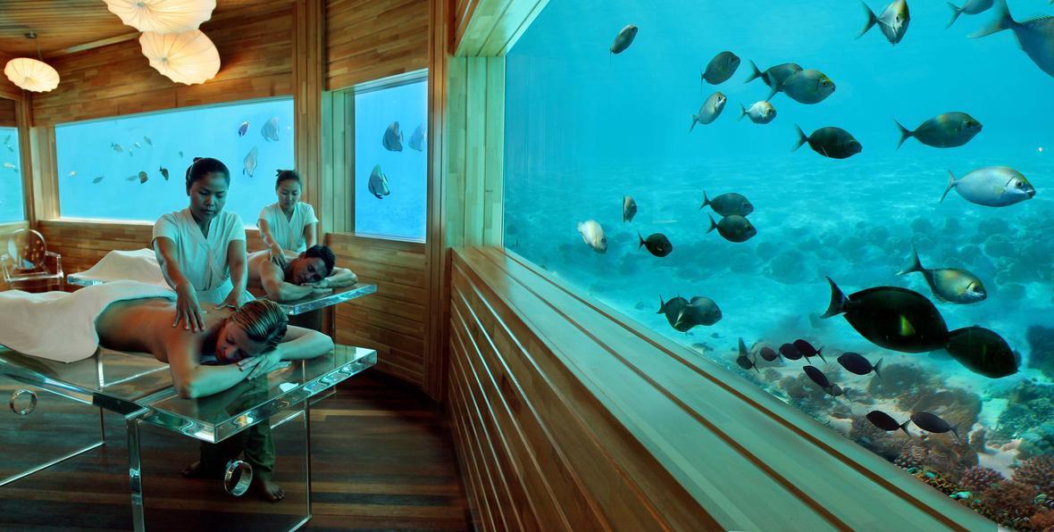 Relajarse bajo el mar en hotel huvafen fushi agencia for Hotel en maldivas con restaurante bajo el agua